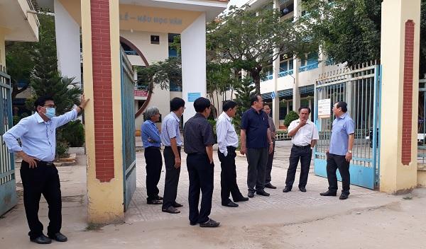 Chủ tịch Ủy ban nhân dân tỉnh kiểm tra công tác phòng, chống dịch Covid-19 tại huyện An Phú - Nguồn : ATV