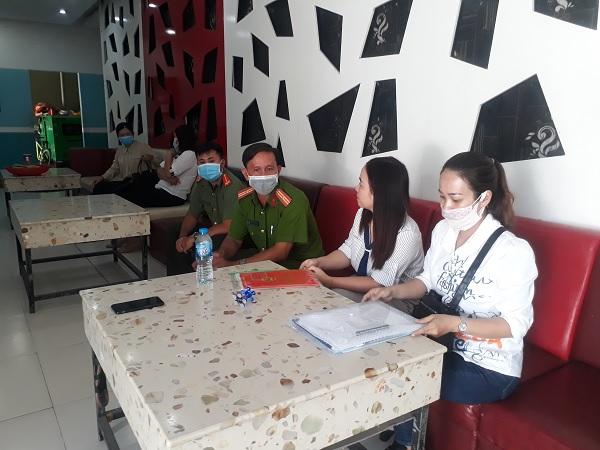 Huyện An Phú - tạm ngừng các hoạt động dịch vụ giải trí phòng chống dịch Covid-19 - Nguồn : ATV