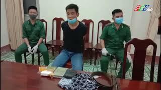 Đồn Biên phòng Cửa khẩu Long Bình bắt hai nghi phạm vận chuyển 6 bánh heroin và một bịch ma túy đá - Nguồn : ATV