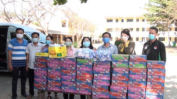 Hội Liên hiệp Phụ nữ tỉnh An Giang thăm, tặng quà các điểm cách ly tập trung tại huyện An Phú - Nguồn : ATV